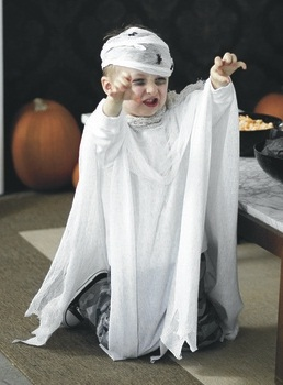 Toddler ghost costumes parties costume for Easy toddler boy halloween costumes